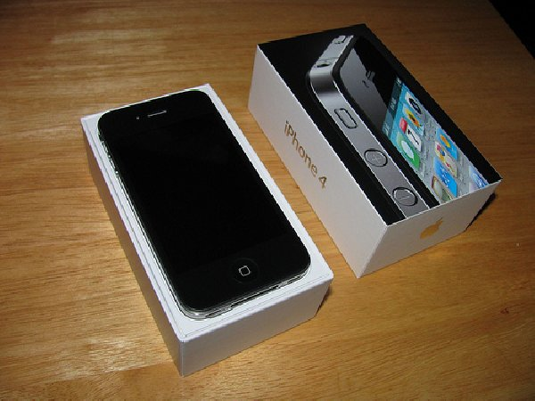 for sale new unlocked apple iphone 4s 64 32gb apple. Black Bedroom Furniture Sets. Home Design Ideas
