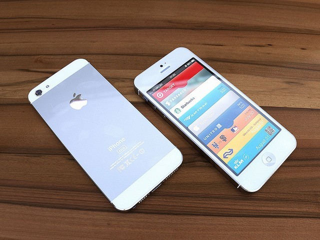 Apple IPhone 5 LTE 64GB Factory Unlocked White Silver Offer